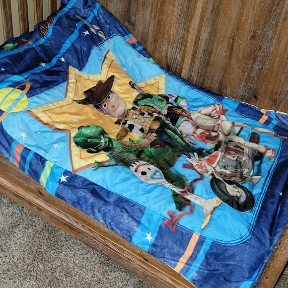 Toy Story toddler bedding.